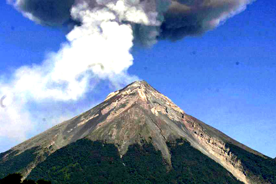 volcan de fuego in guatemala