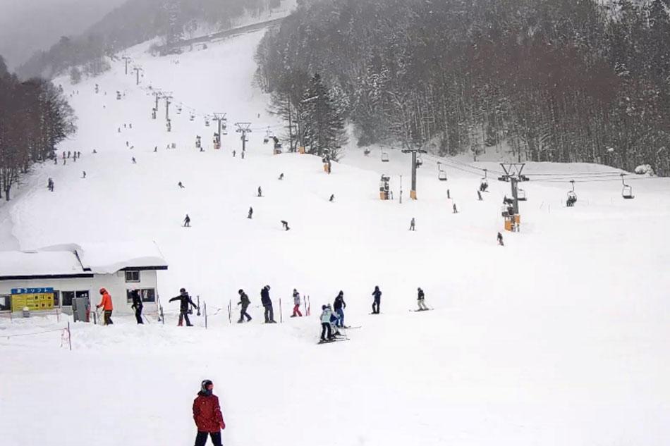 skiers at marunuma in japan