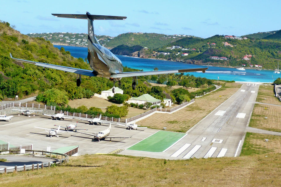 Plane landing at St Barts