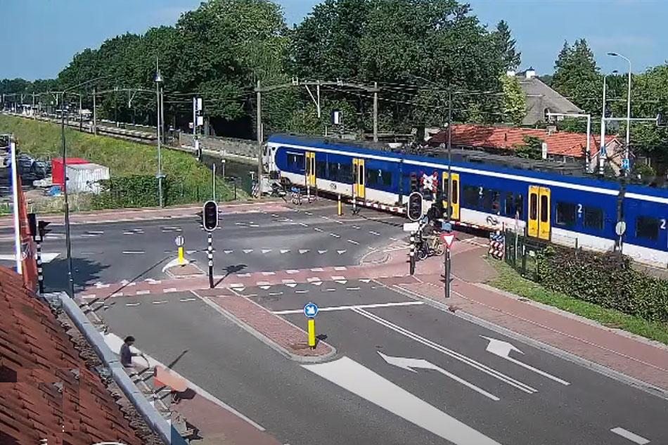 train crossing in helmond